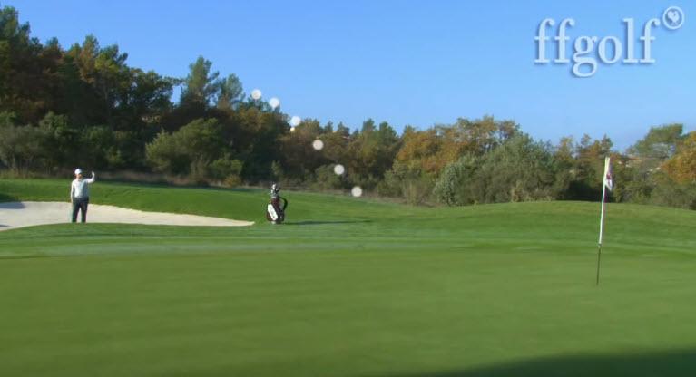 Réussir une sortie de bunker courte au golf