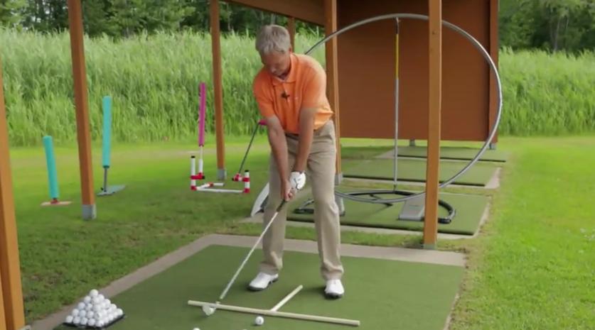 La différence entre le practice et le parcours au golf